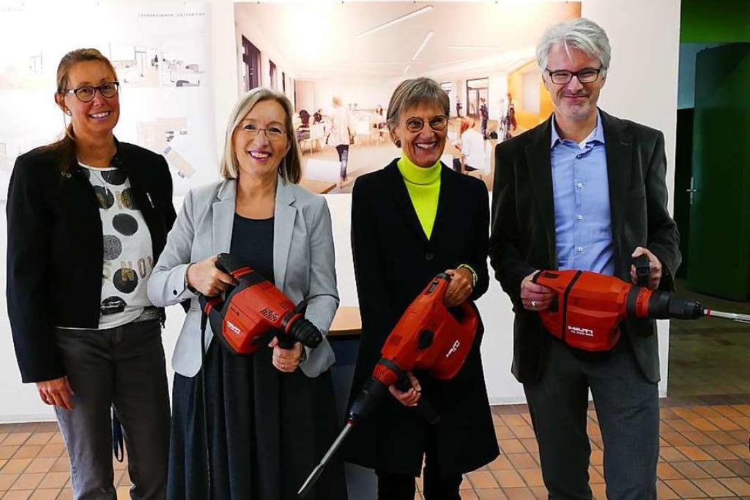 Gut ausgerüstet für den Start der Sani...ea Störr-Ritter und Andreas Kloevekorn  | Foto: Susanne Ehmann