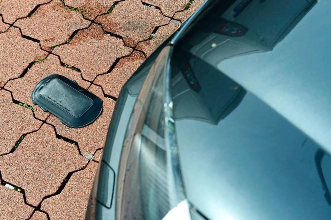 Ein Sensor im Boden übermittelt die Parkzeit.  | Foto: Ingo Schneider