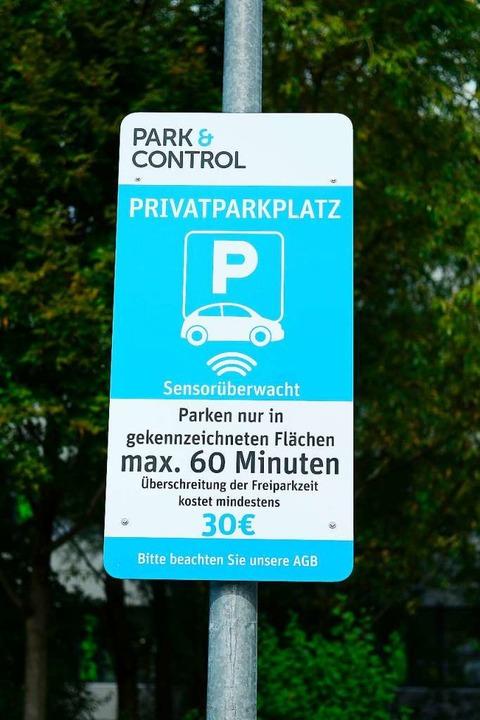 Dauerparkern auf dem Lidl-Parkplatz geht es an den Geldbeutel.  | Foto: Ingo Schneider