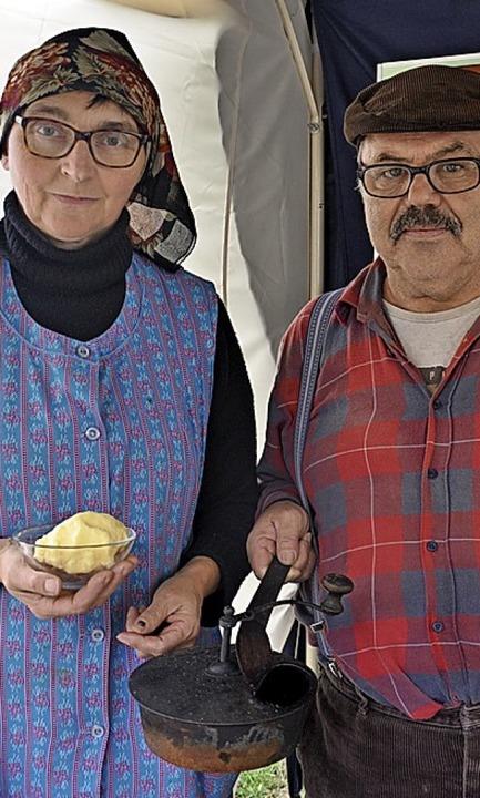 Hans-Peter und Margot Knobel aus Stein...gten , wie man früher Bhergestellt hat    Foto: Jutta Schütz