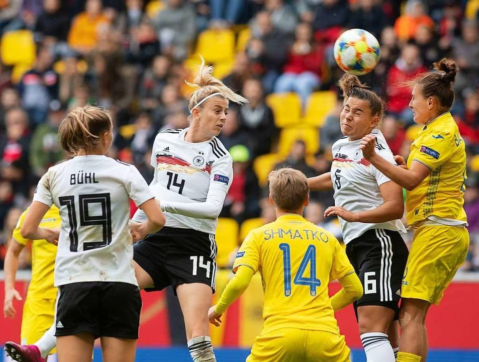 Klara Bühl links im Bild    Foto: Bernd Thissen (dpa)