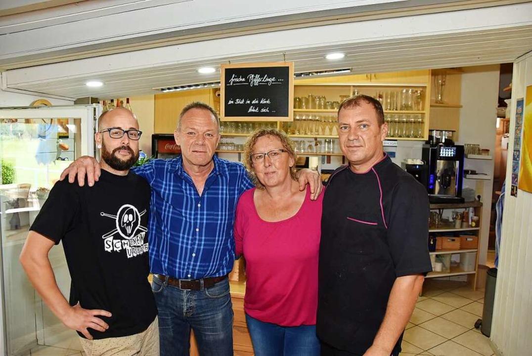 Wirtin Barbara Pabst mit (von links)  ...efan Pabst und Küchenchef Luigi Laria   | Foto: Heinz und Monika Vollmar