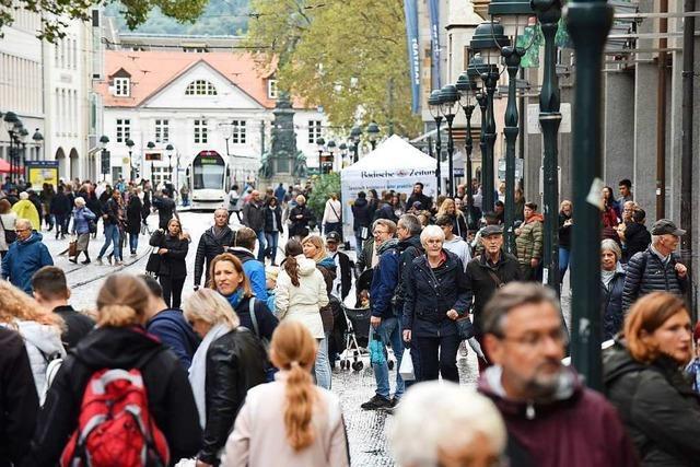 Schlechtes Wetter, aber viele Kunden beim Megasamstag in Freiburg