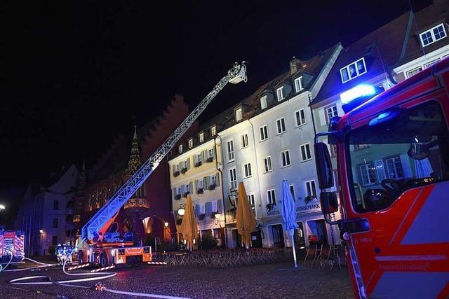 Polizei ermittelt nach Feuer auf dem Münsterplatz wegen fahrlässiger Brandstiftung