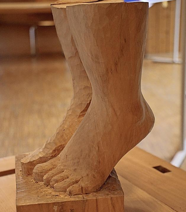 Zeigt her Eure Füße: Bianca Bohnet hatte ihre Füße naturgetreu nachgebildet.  | Foto: Gert Brichta