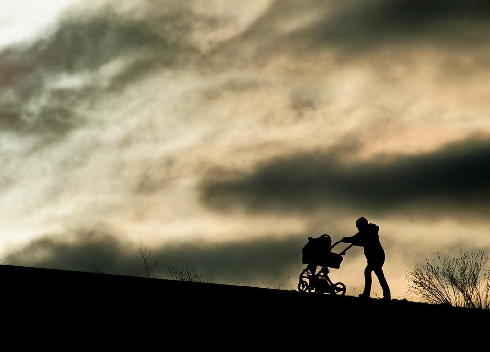 Alleinerziehende müssen mit vielen Widrigkeiten zurechtkommen.   | Foto: Julian Stratenschulte