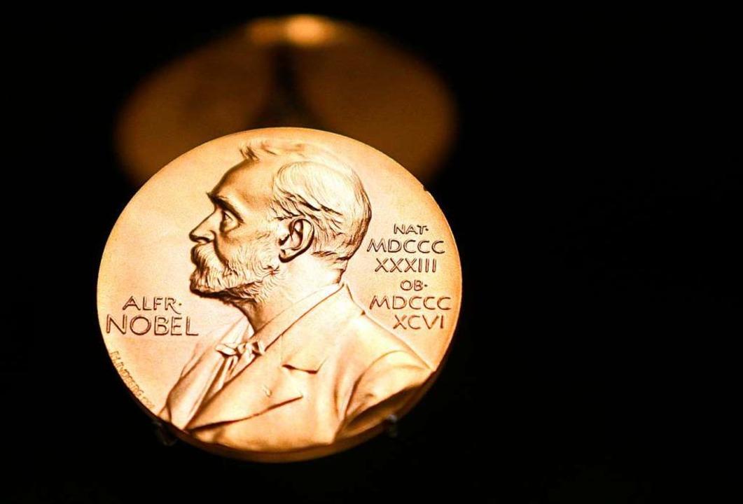 Darum geht es: die Medaille, die die T...s Nobelpreises für Literatur erhalten.  | Foto: Kay Nietfeld