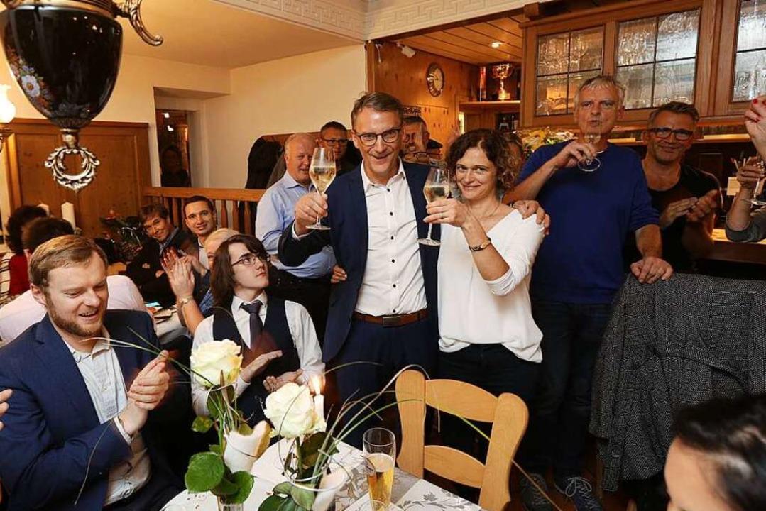 Die Iberts feiern auf der Wahlparty.  | Foto: Christoph Breithaupt