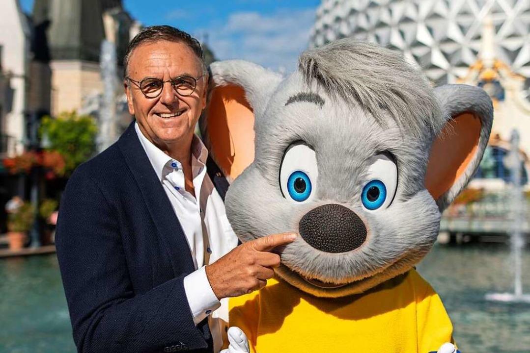 Beste Freunde: Mack und die Euro-Maus.    Foto: Patrick Seeger (dpa)