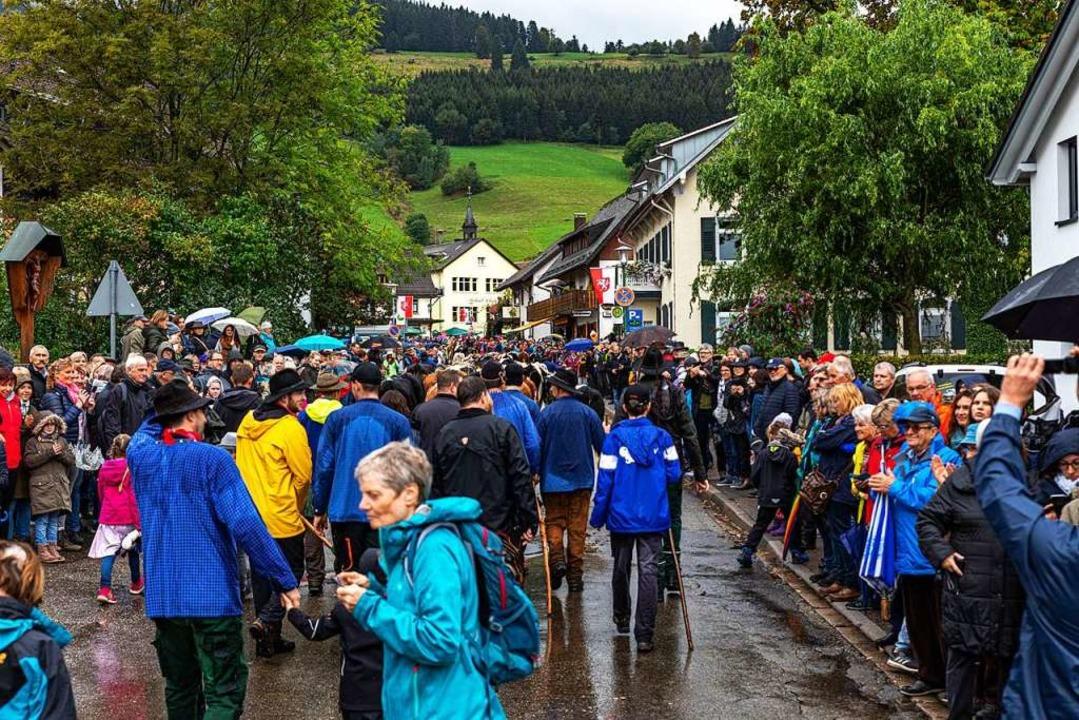 Menschen, wohin man auch sieht.  | Foto: Hubert Gemmert
