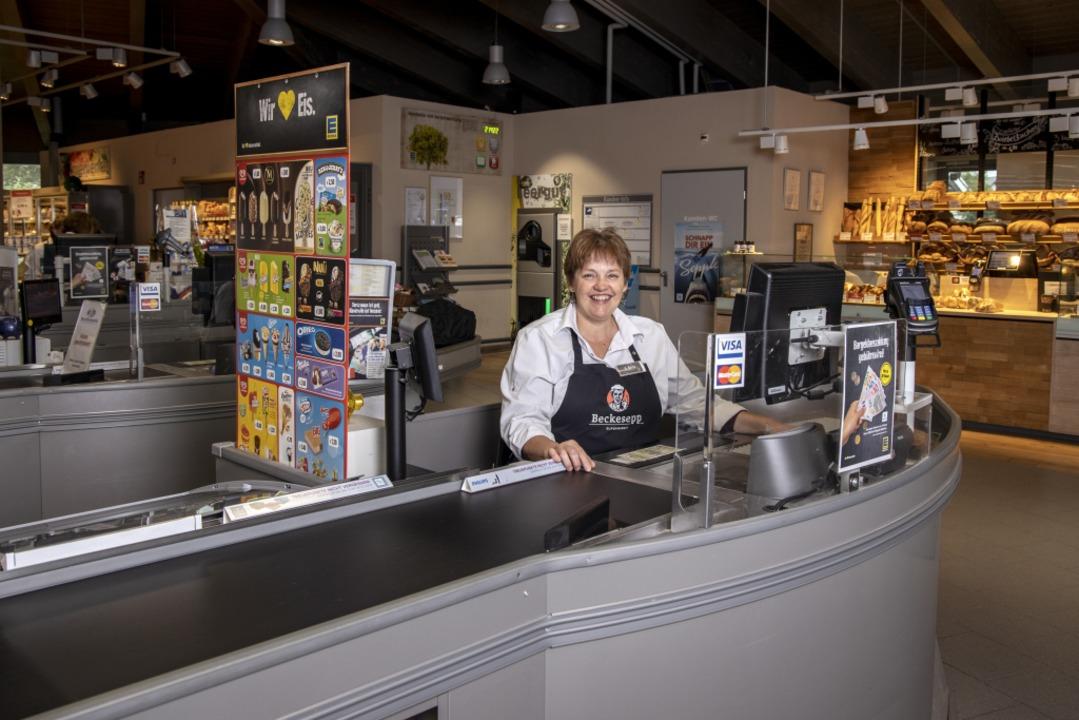 Rosemarie Ganz am Arbeitsplatz   | Foto: Joss Andres