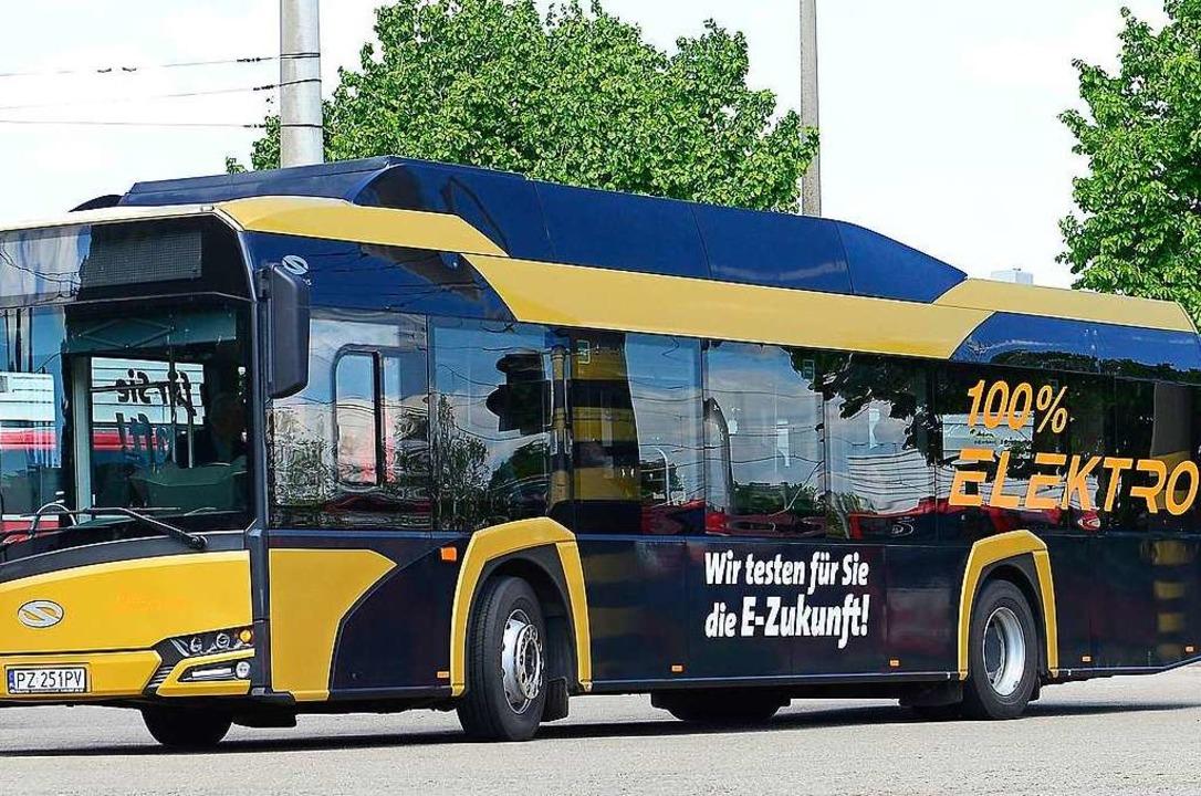 Alt und neu: Ab November testet die VAG E-Busse (rechts) in Freiburg.    Foto: Ingo Schneider