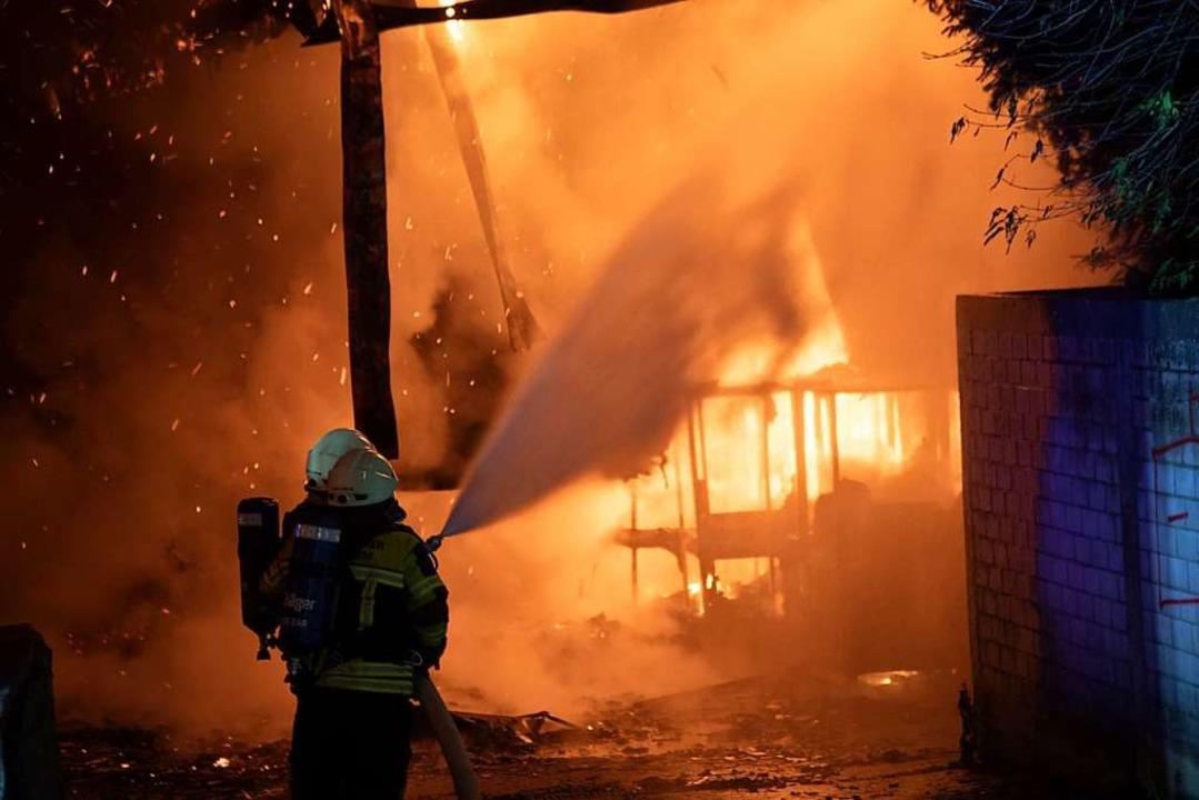Das Feuer zerstörte den hinteren Teil ...anierungsarbeiten neu eröffnet worden.    Foto: Volker Münch