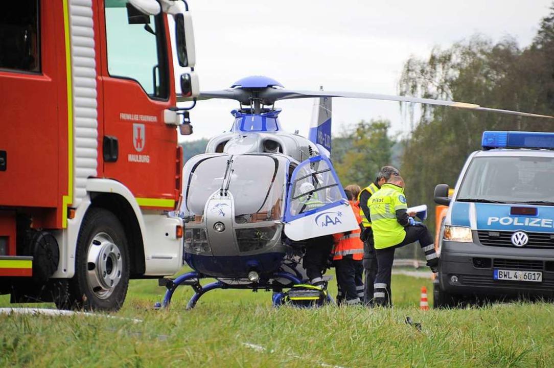 Ein Rettungshelikopter brachte die Renault-Fahrerin in die Notaufnahme.  | Foto: Nicolai Kapitz