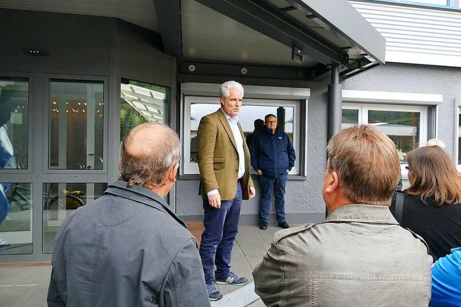 Geschäftsführer Christian von Elverfeldt begrüßt die Lesergruppe. (Foto: Sylvia Sredniawa)