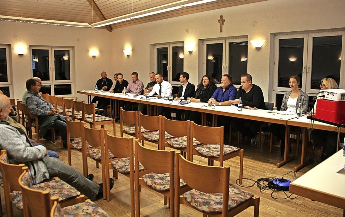 Leere Stuhlreihen sorgten bei der öffe...erwunderung bei Räten und Verwaltung.   | Foto: Christiane Franz