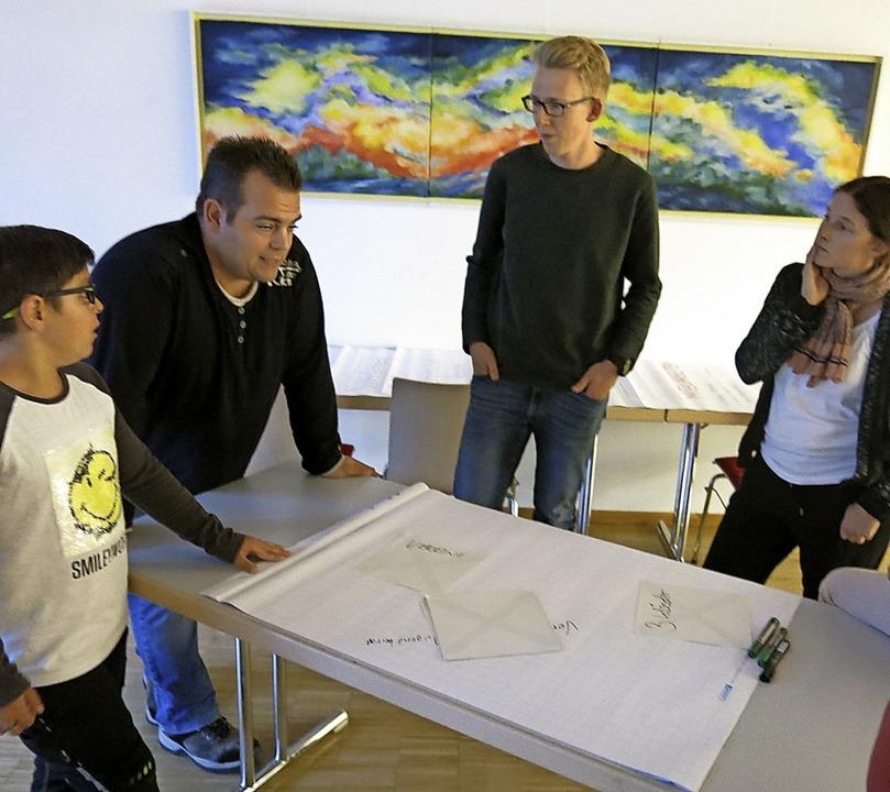 Nur wenige Jugendliche kamen zum zweit...en des Gemeindeentwicklungskonzepts.      Foto: Georg Voß