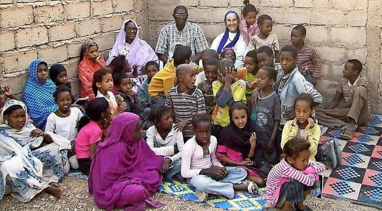 Schüler und Helfer einer Schule  in der Hauptstadt Nouakchott.   | Foto: Privat