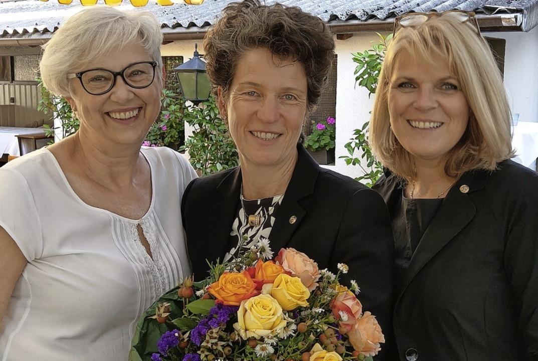 Die neue Präsidentin Christine Riester...Past-Präsidentin Jutta Klingl-Wagner.   | Foto: Michael Schlüter