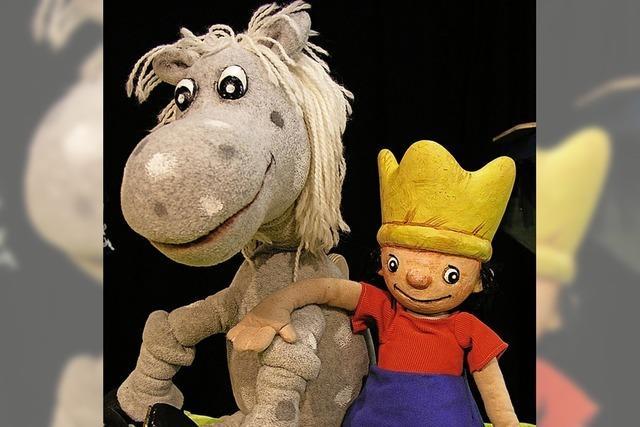 Die Abenteuer des kleinen Königs, gespielt mit Figuren im Vorderhaus