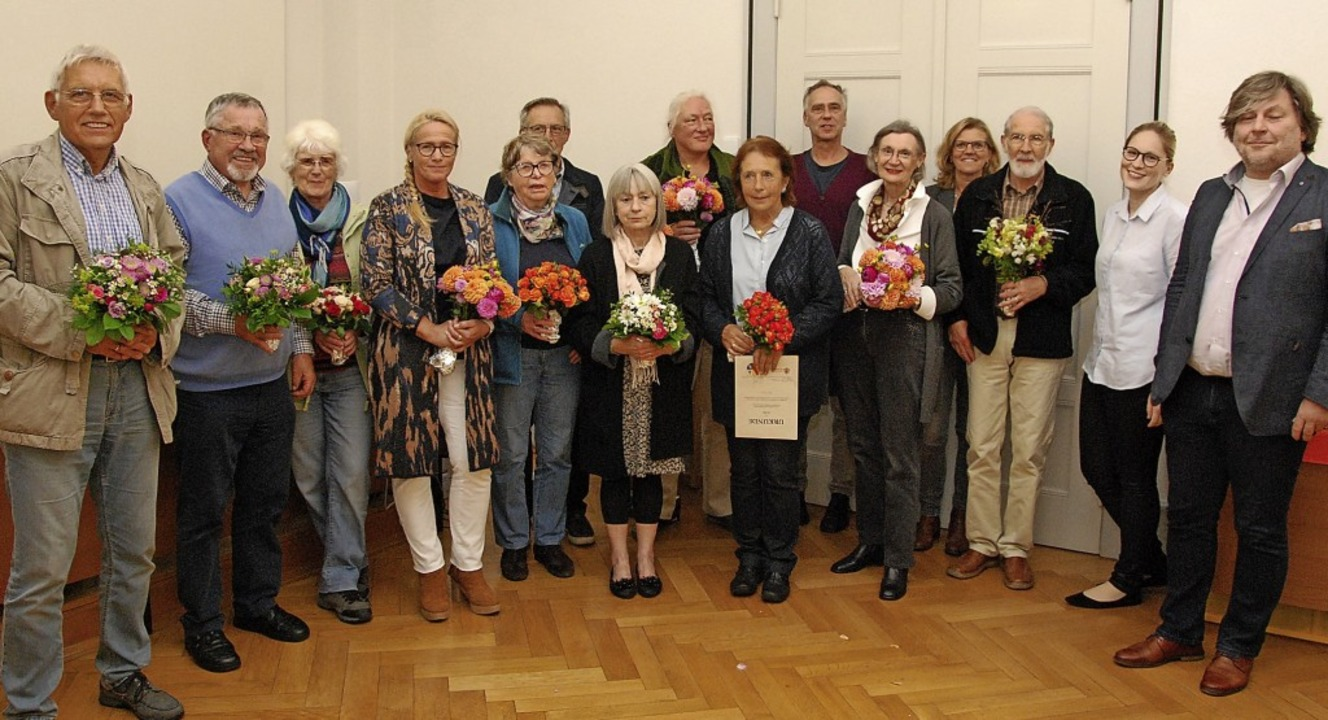Vertreter des Landratsamts, des Amtsge...enamtliche Betreuerinnen und Betreuer.    Foto: Dorothea Scherle