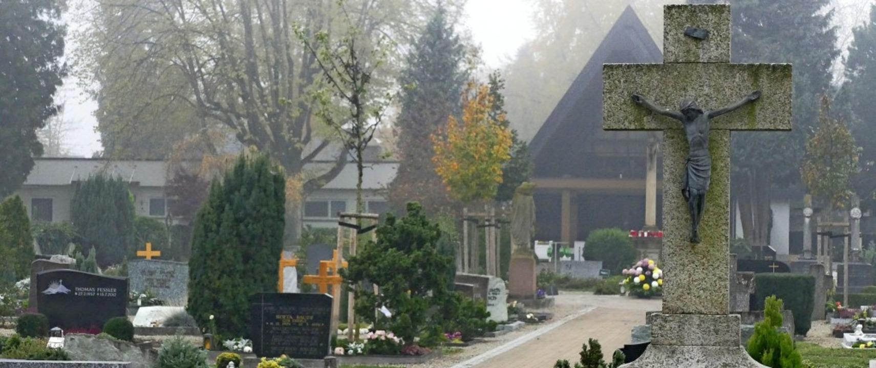 Ruhig, friedlich und ab 2020 deutlich ...Gräber auf dem Bad Krozinger Friedhof     Foto: Frank Schoch