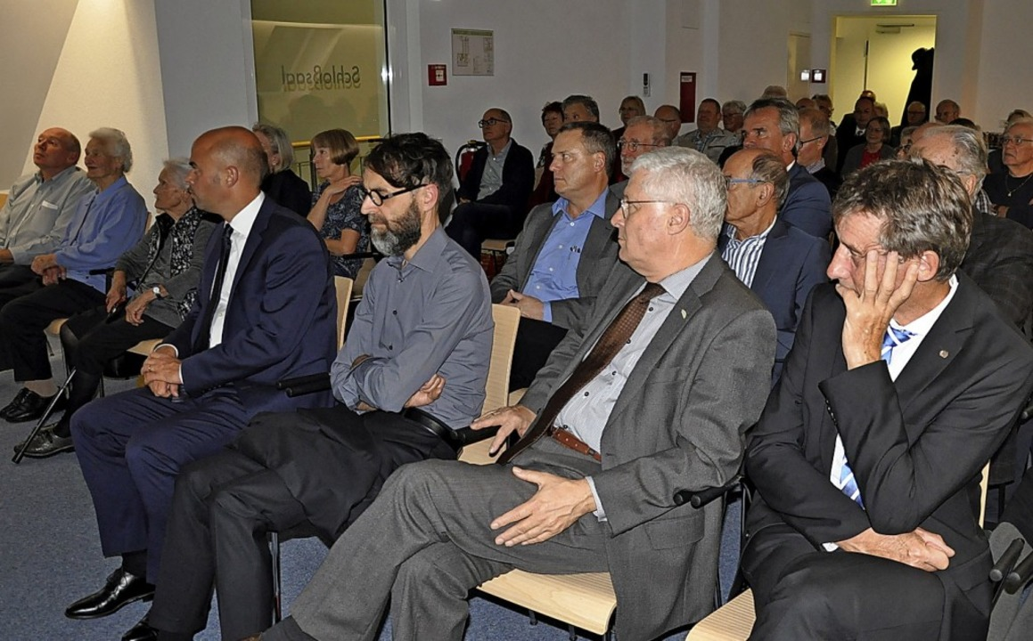 Mehr als 70 Geschichtsinteressierte ka...gsabgeordnete Christoph Hoffmann (FDP)  | Foto: Jutta Schütz