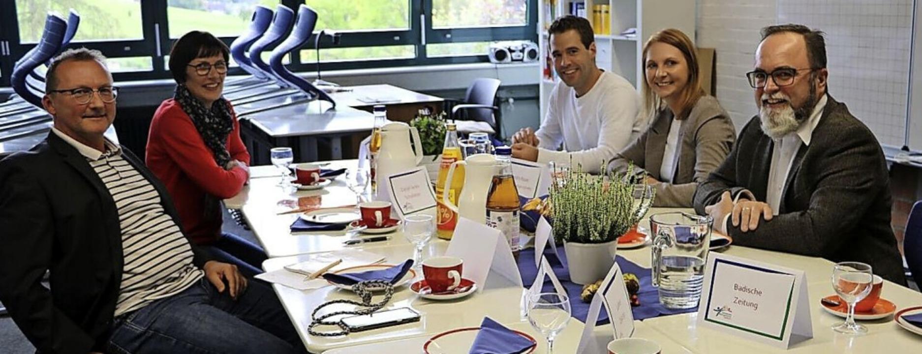 Die Schule war Thema eines Gesprächs  ...rer und Bürgermeister Thomas Schäfer.   | Foto: Wahlkreisbüro Sandra Boser