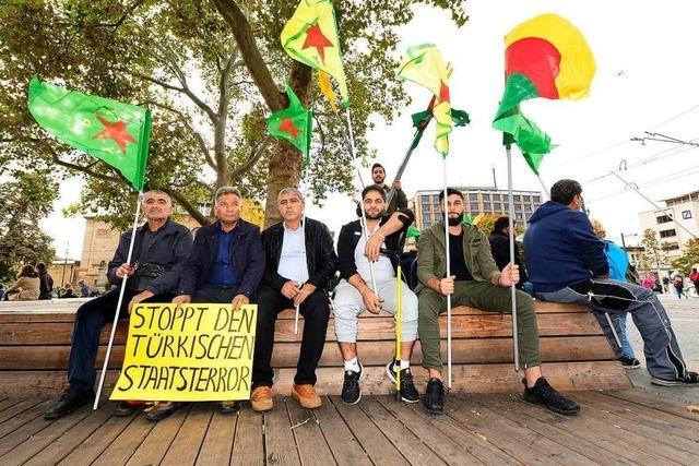 In Freiburg demonstrieren 250 Menschen gegen die Offensive der Türkei in Syrien