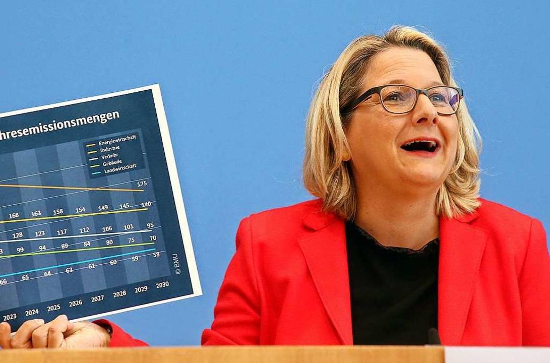 Svenja Schulze (SPD), Bundesumweltmini... Klimaschutz, Fragen von Journalisten.  | Foto: Wolfgang Kumm (dpa)