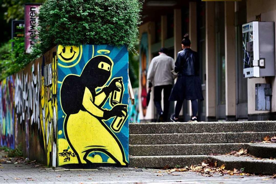 Heimlich mussten die Sprayer nicht ans...ehen – die Aktion war genehmigt.  | Foto: Thomas Kunz
