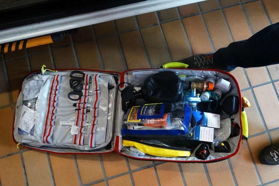 Alles dabei: Mit der Notfalltasche kan... des Rettungswagens überbrückt werden.  | Foto: Silas Schwab