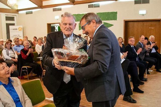 Gastredner Erwin Teufel eröffnet die Seniorenakademie in Zell