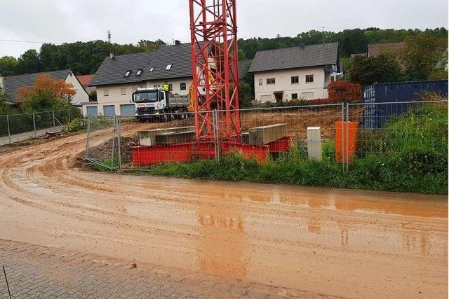 Straße wird in Kandern zur Rutschbahn – Polizei ermahnt Baufirma