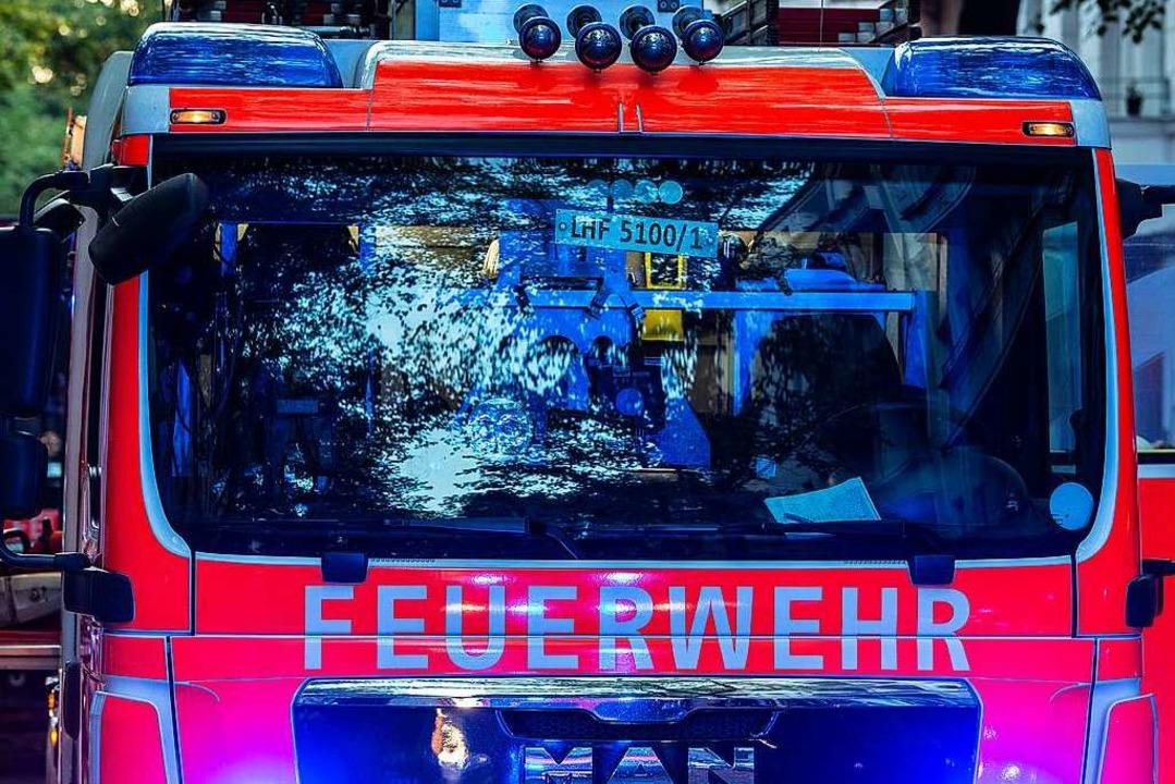 Die Feuerwehren aus Umkirch und Bötzingen rückten aus (Symbolbild).  | Foto: Paul Zinken (dpa)