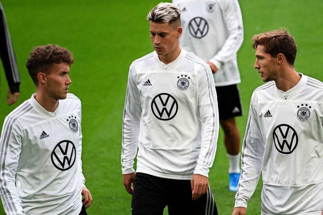 Luca Waldschmidt (l-r), Robin Koch und...r deutschen Fußballnationalmannschaft.  | Foto: Federico Gambarini (dpa)