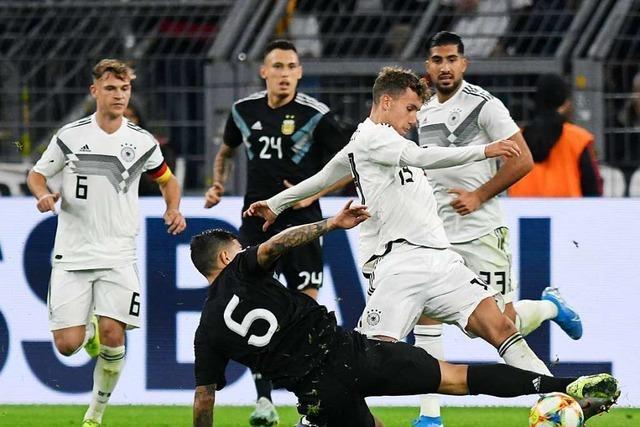 2:2 der Nationalmannschaft beim Debüt der SC-Spieler Waldschmidt und Koch