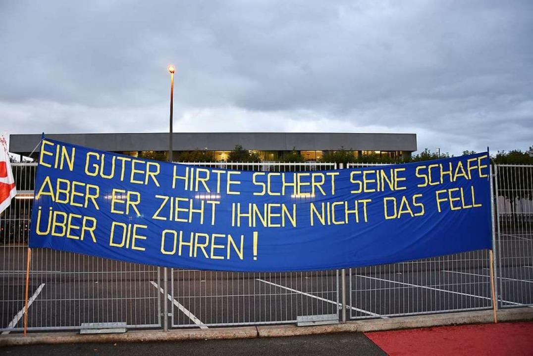 Mit Plakaten fordern Gebäudereiniger i... Respekt und faire Arbeitsbedingungen.    Foto: Heinz und Monika Vollmar