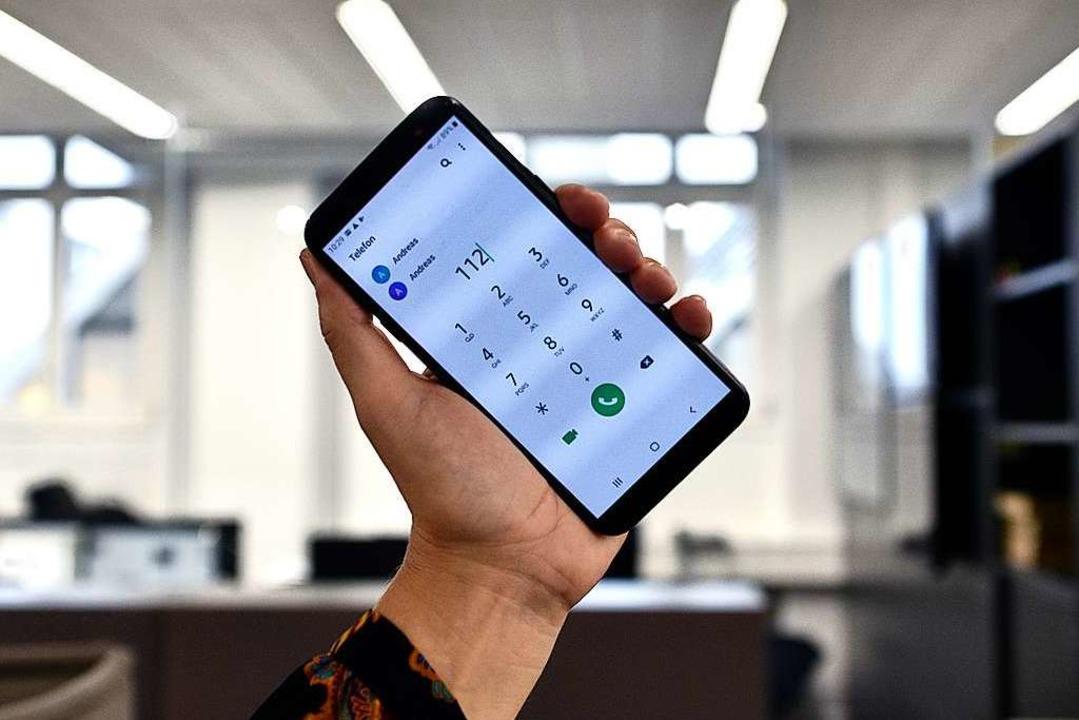Wer von einem Android-Handy 112 ruft, ...Deutschland noch nicht freigeschaltet.  | Foto: Thomas Kunz