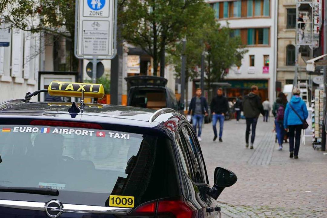 Wir müssen draußen bleiben: Taxis dürf...migung in die Fußgängerzone einfahren.  | Foto: Barbara Ruda