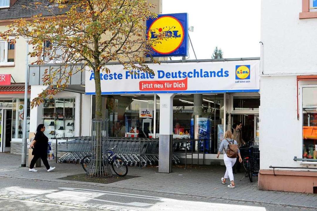 Das auffällige Banner an der Filiale in Haslach.  | Foto: Ingo Schneider