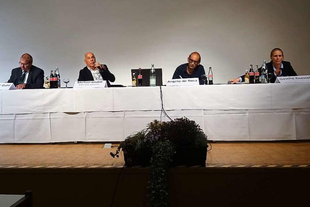 Die Kandidatenvorstellung leitete Bürg...links) präsentierten sich den Bürgern.  | Foto: Felix Held