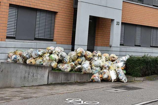 In Wyhlen blieben Gelbe Säcke liegen – Anwohner sind verärgert