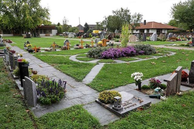 Der Friedhof bekommt neue Bäume und ein weiteres Urnenfeld