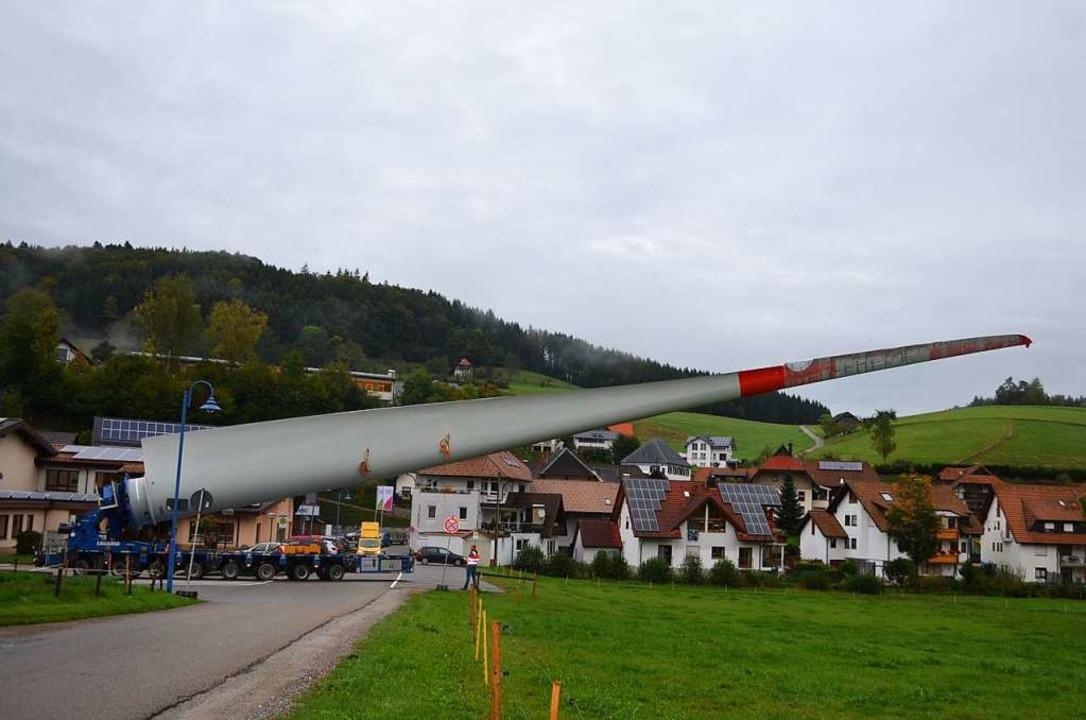 Rotor-Transport von Biederbach-Dorf durch Kurven, Kehren und Wald zur Selbig.  | Foto: Nikolaus Bayer