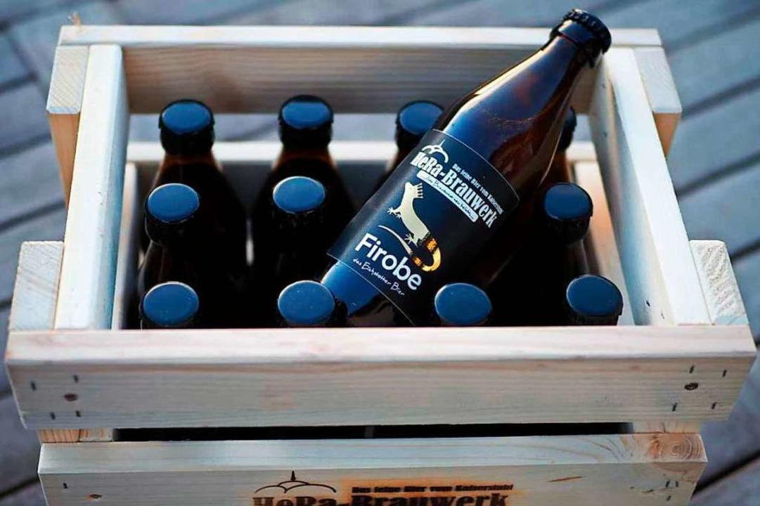 Selbstgebrautes Bier in der selbstgebauten Pfandkiste  | Foto: Marion Trefzer