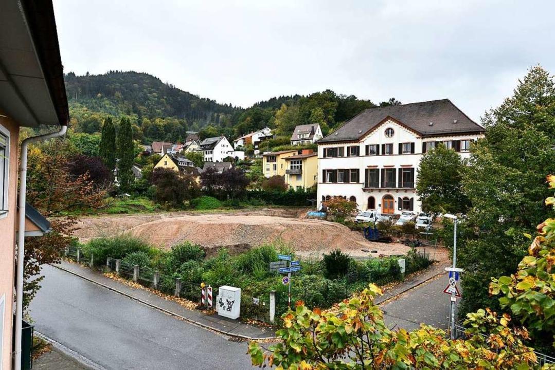 Der Abriss der bisherigen Ergänzungsba...ie Neubauarbeiten sollen bald starten.  | Foto: Thomas Kunz