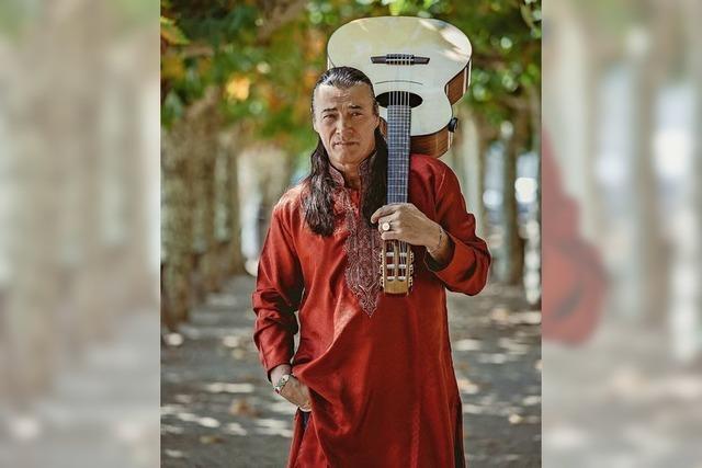 Lulo Reinhardt und drei weitere renommierte Akustik-Gitarristen spielen im Schlachthof