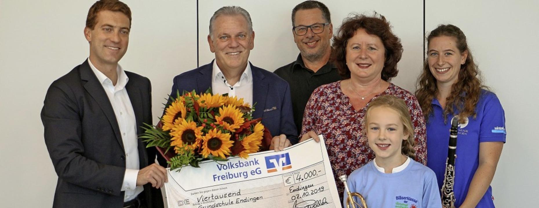 Eine Spende über 4000 Euro übergab Mic...ann und Ilka Baumgartner musizierten.     Foto: Ruth Seitz