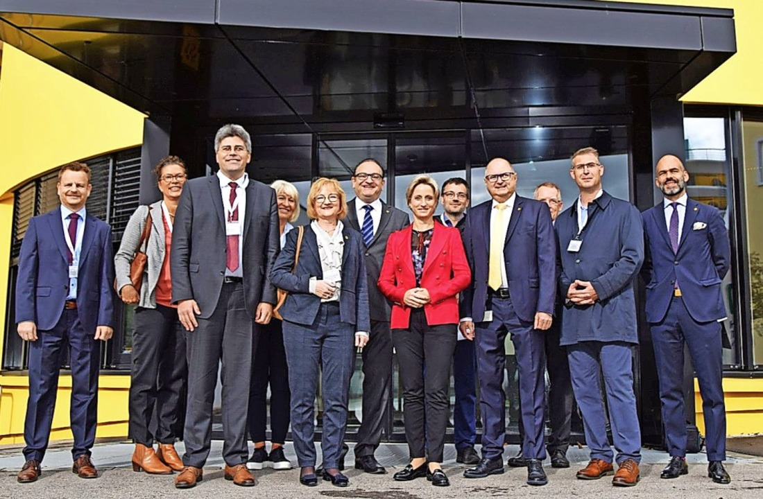 Wirtschaftsministerin Nicole Hoffmeist...r Joachim Burger (Zweiter von rechts).  | Foto: Privat/Mahler